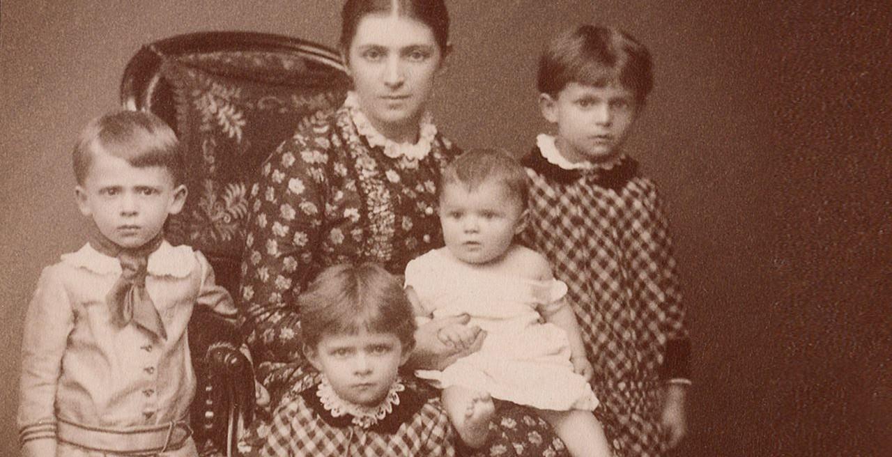 Bertha von Faber bersama anak-anaknya